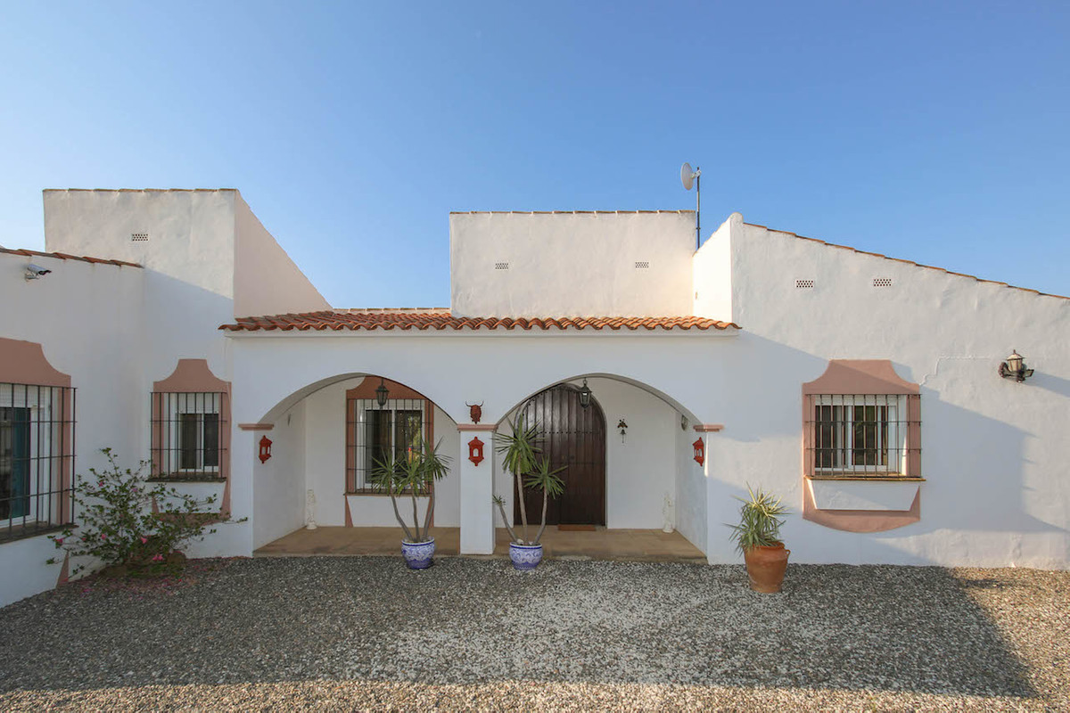 Detached Villa with fantastic open views.  Separate Accommodation.  Large Plot.  Suitable for horses, Spain