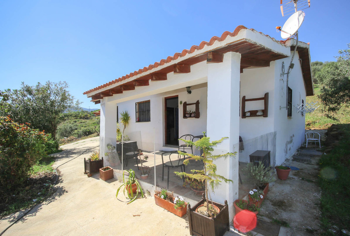 PRETTY finca  .  Gorgeous views .  EXPERIENCE THE CULTURE AND LIFESTYLE of the Guadalhorce Valley . ,Spain