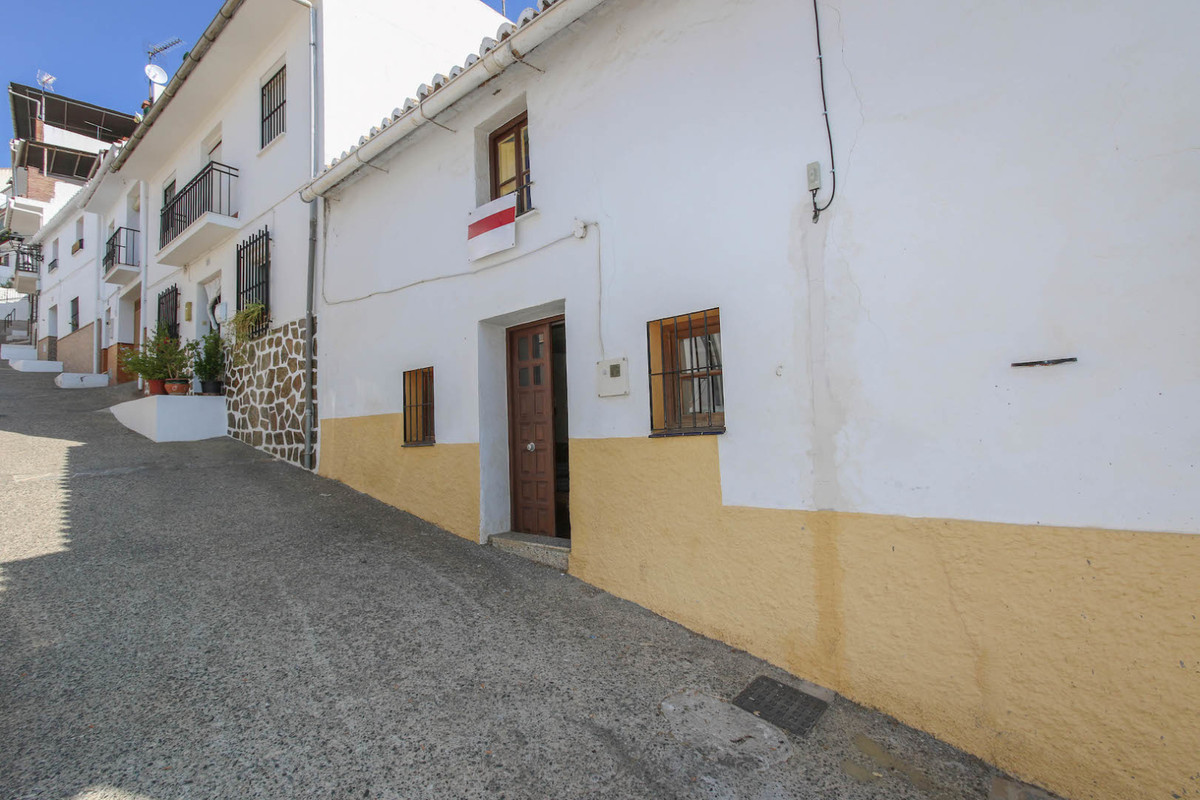 Town House with PRETTY COURTYARD  We are pleased to offer this lovely town house in the picturesque , Spain