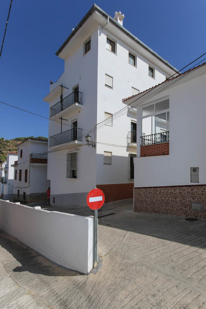 INVESTMENT opportunity  .   5 minute walk from the public pool .   A fantastic location with beatuif, Spain