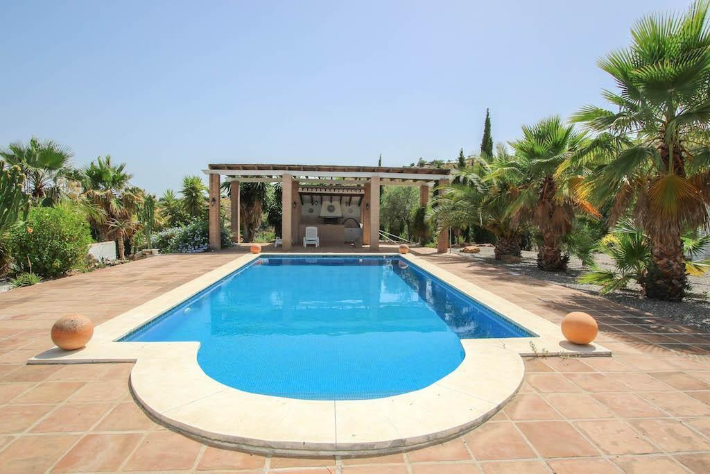 House in Alora R2713829 1