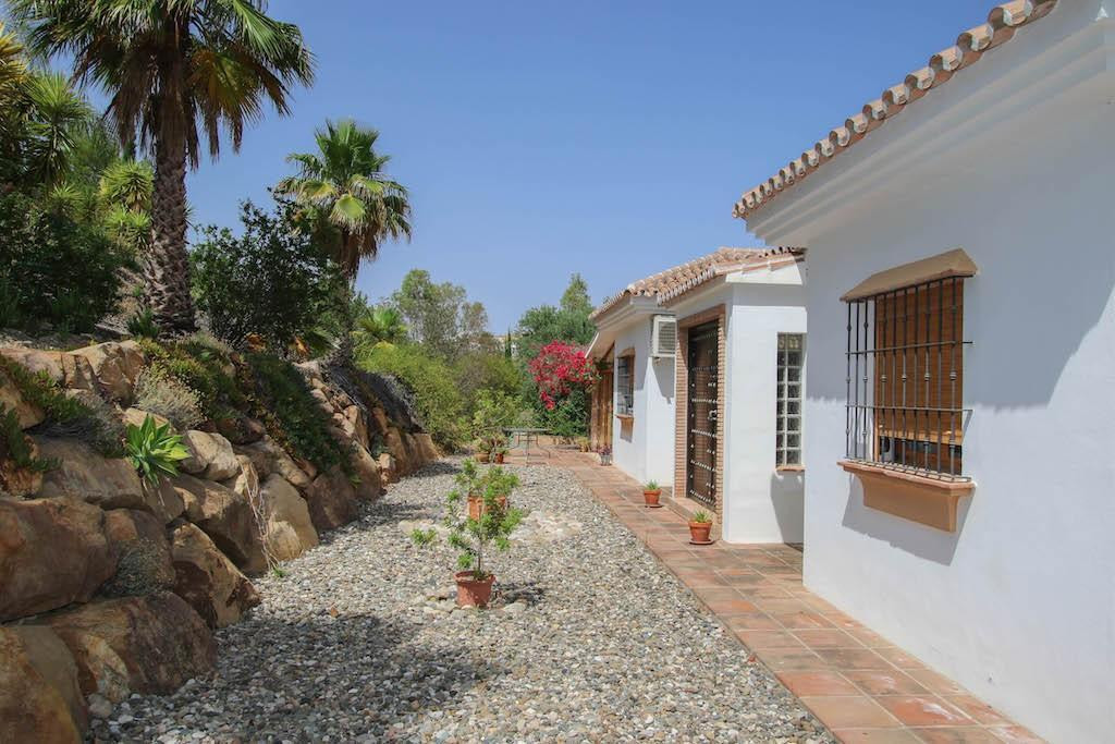 House in Alora R2713829 7
