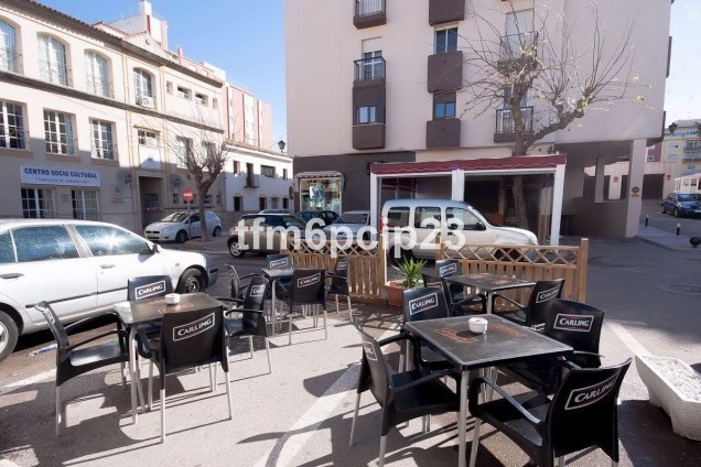 FANTASTIC BUSINESS/INVESTMENT OPPORTUNITY!! The bar comes complete with 2 bed 2 bath refurbished apa,Spain