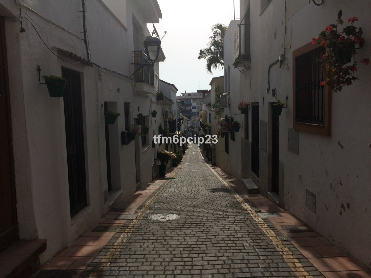 1 bed Townhouse for sale in Estepona