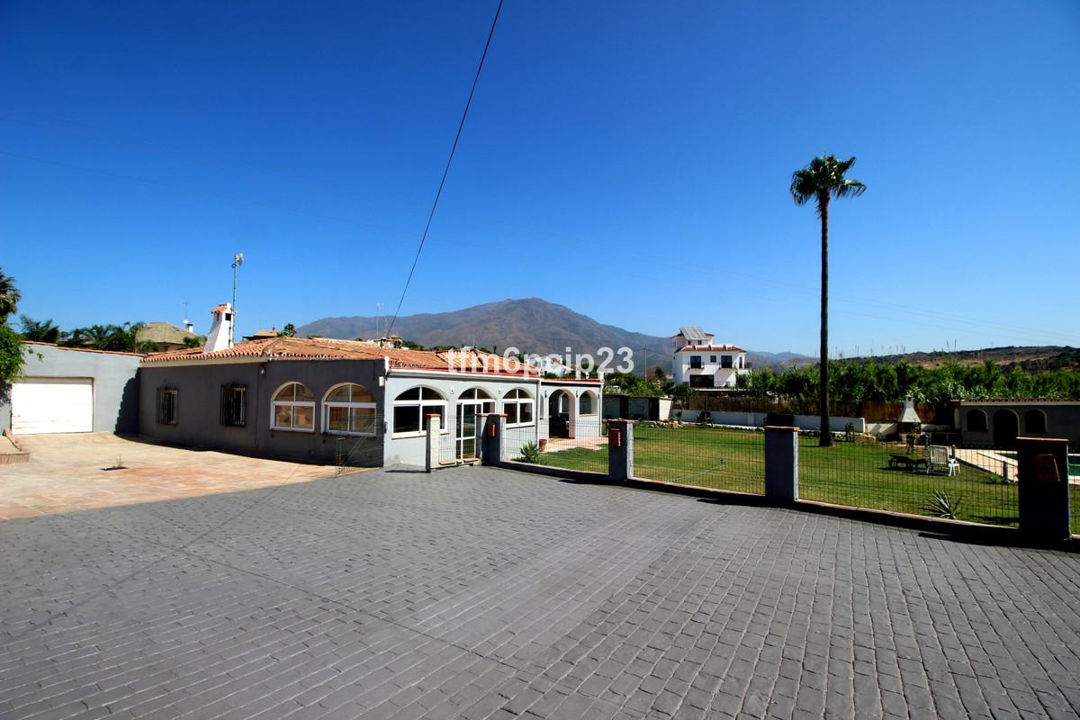 Villa 4 Dormitorios en Venta Valle Romano
