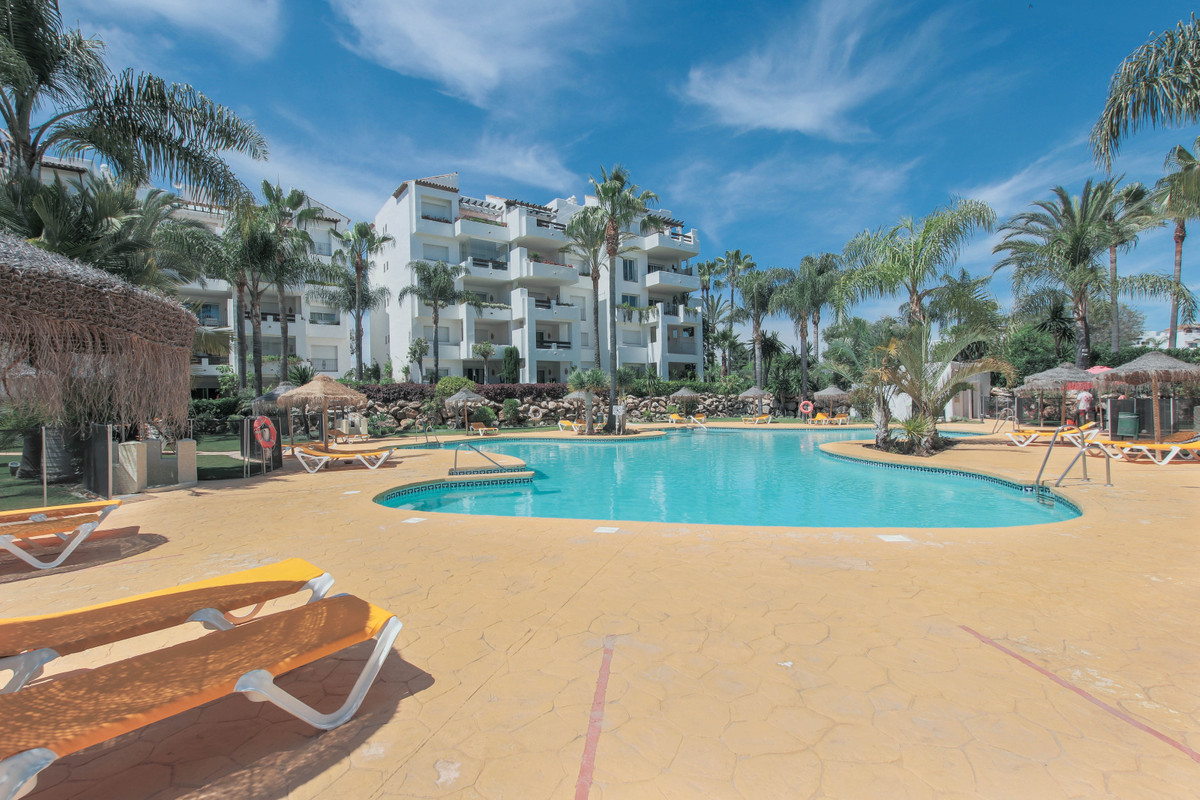Spacious 2-bedroom apartment in a beachfront urbanization, within walking distance from all amenitie,Spain