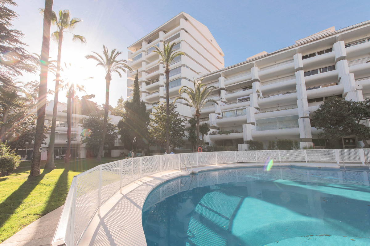SECOND FLOOR APARTMENT IN GOLDEN MILE  This beautiful apartment is in an excellent location, all ser,Spain