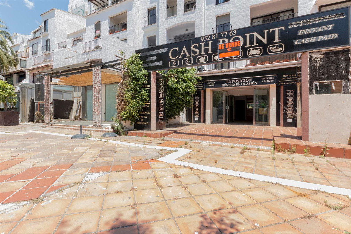 *** Excellent Commercial Local *** for investment in one of the main streets of Puerto Banus. Local ,Spain