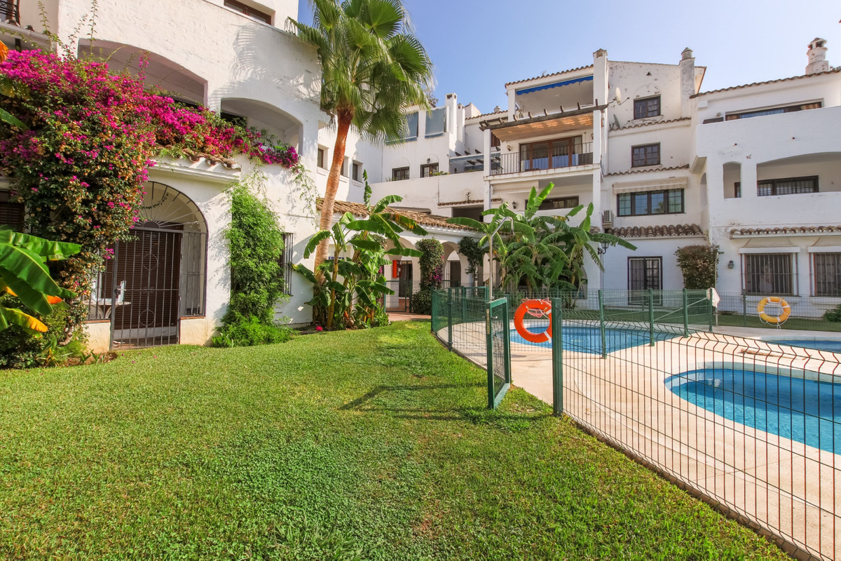 TWO LEVEL SEMI-DETACHED, 4 BEDROOMS IN PUERTO BANUS.  Cozy and spacious semi-detached house with its, Spain