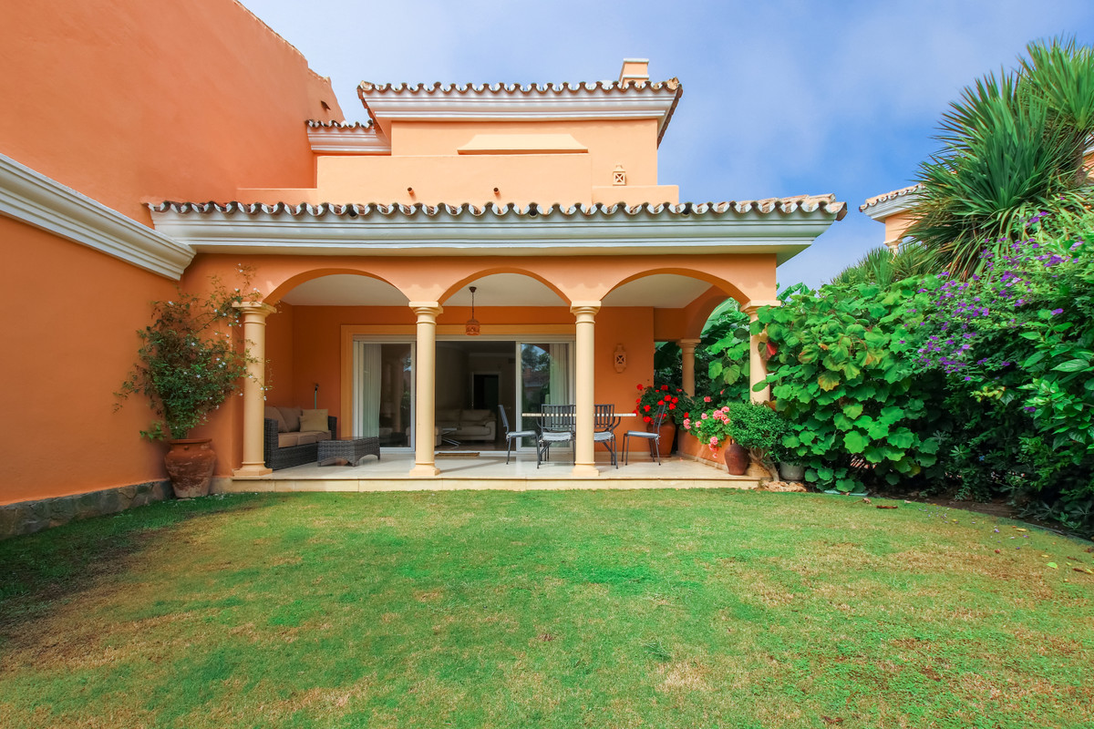 BEAUTIFUL SEMI DATCHED HOUSE OF 3 BEDROOMS IN FIRST LINE OF BEACH.  This beautiful and spacious semi,Spain