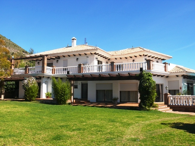 Outstanding villa in the most luxurious villa urbanisation of Benalmadena, very near to the old town, Spain