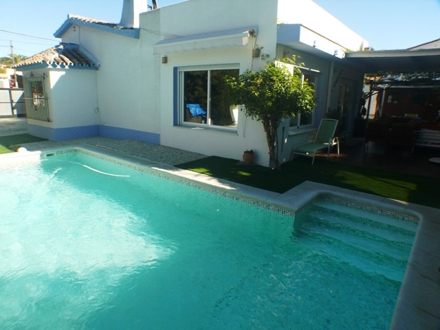 Exceptional bungalow villa only 380 m from the beach in Costabella, between El Rosario and Elviria. , Spain