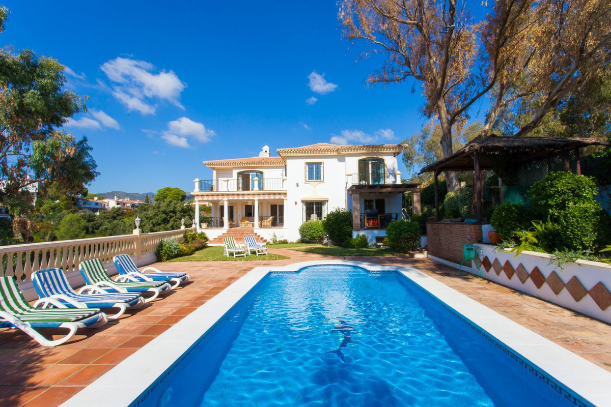 Villa Jasmin is an elegant 5 bedroom 4 bathroom villa situated in Elviria within 5 minutes drive to , Spain