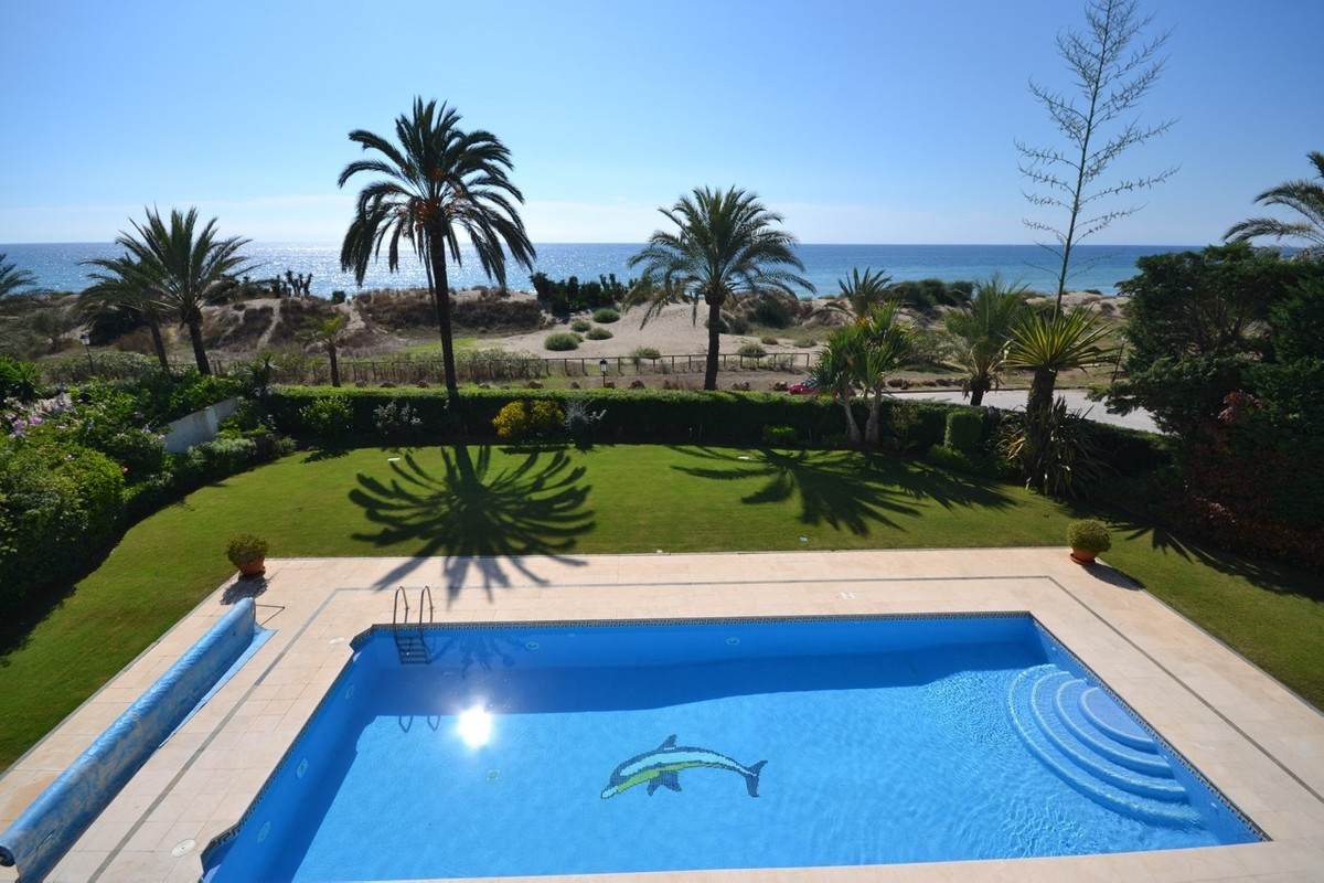 6 bedroom villa for sale los monteros