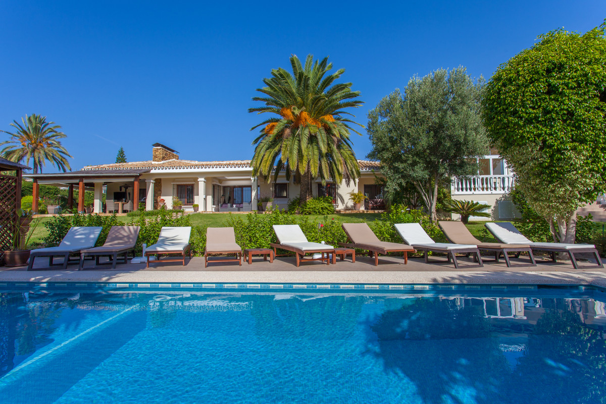 Stunning 7 bedroom villa situated in a quiet cul de sac in a peaceful residential area of Calahonda,,Spain
