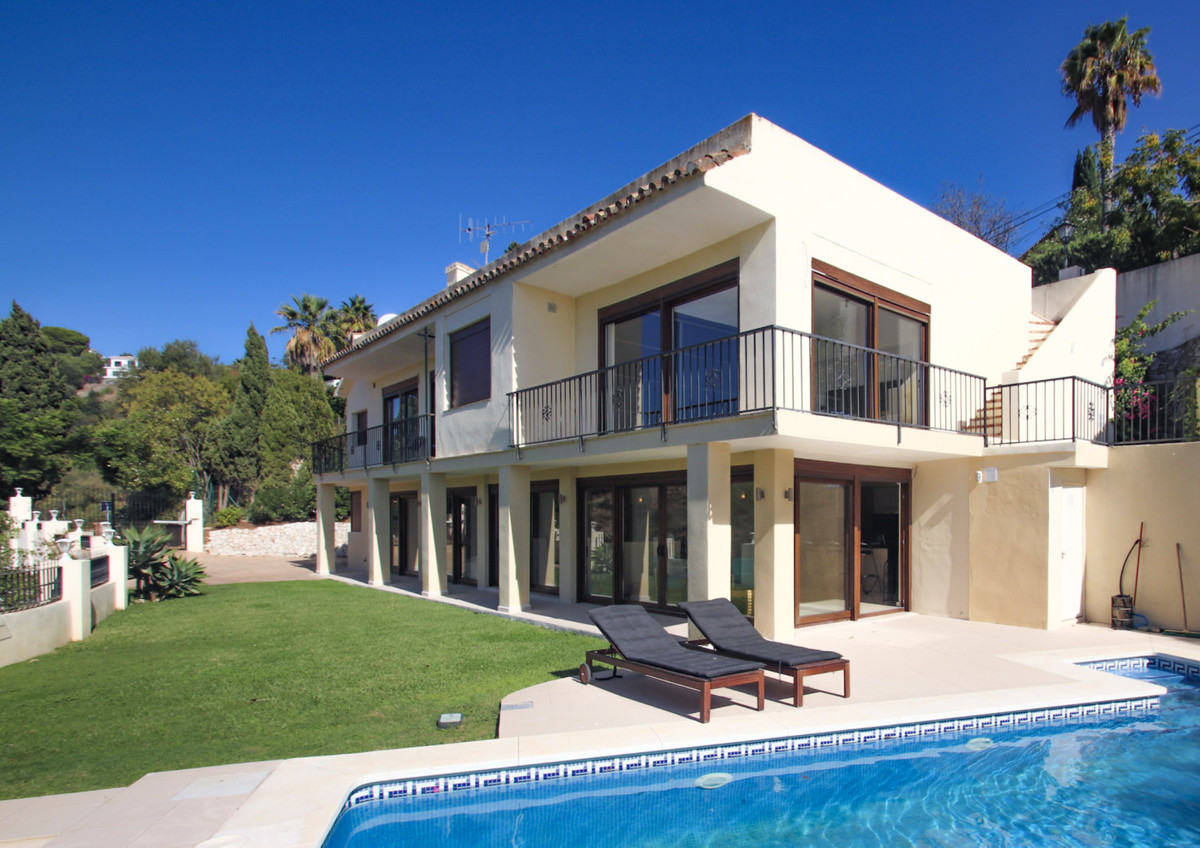 AVAILABLE NOW FOR LONG TERM RENTAL  5 Bedroom 4 Bathroom Villa for Long Term rental in El Rosario, E,Spain