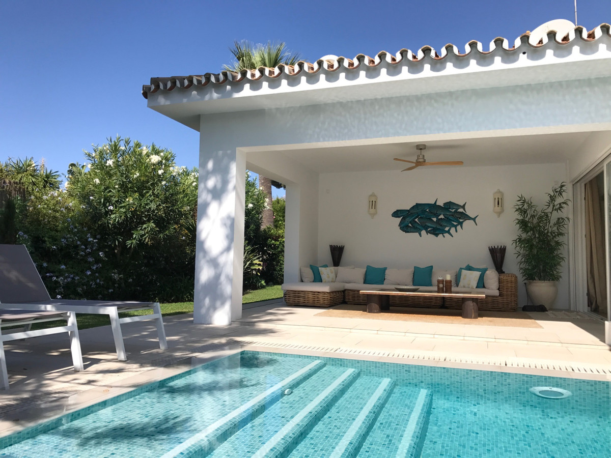 Villa  Detached for sale  and for rent  in Los Monteros