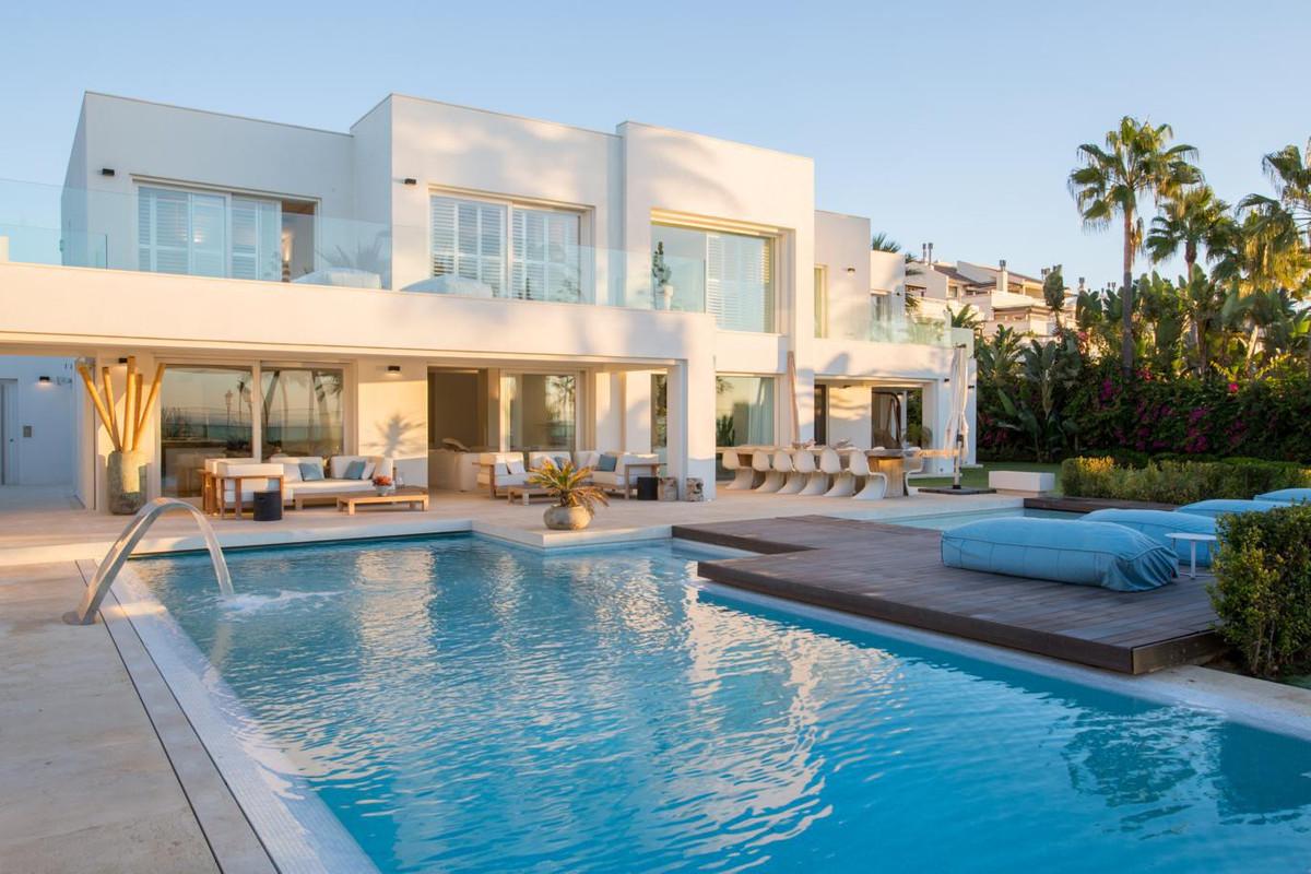 Marbella Banus Villa – Chalet en Venta en The Golden Mile – R2645858