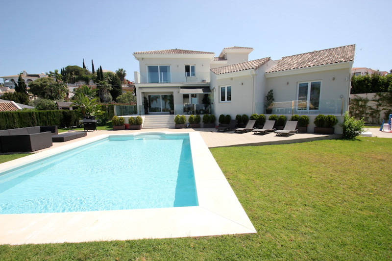 AVAILABLE FOR LONG TERM RENT  4 Bedroom 4 Bathroom Beautiful Villa in the lower part of El Rosario, ,Spain