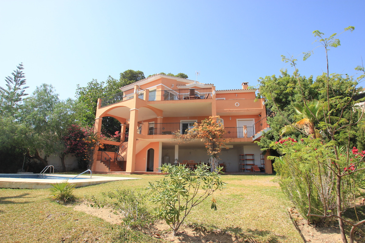 Fantastic 5 bedroom 3 bathroom villa For Sale in La Capellania, Benalmadena.    Built on two levels , Spain
