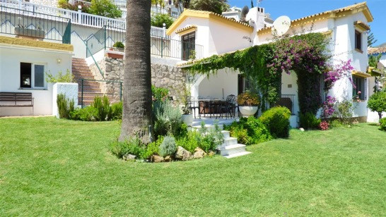 Charming and spacious 2 Bedroom 2 Bathroom villa with a large living room, dining room with chimney,,Spain