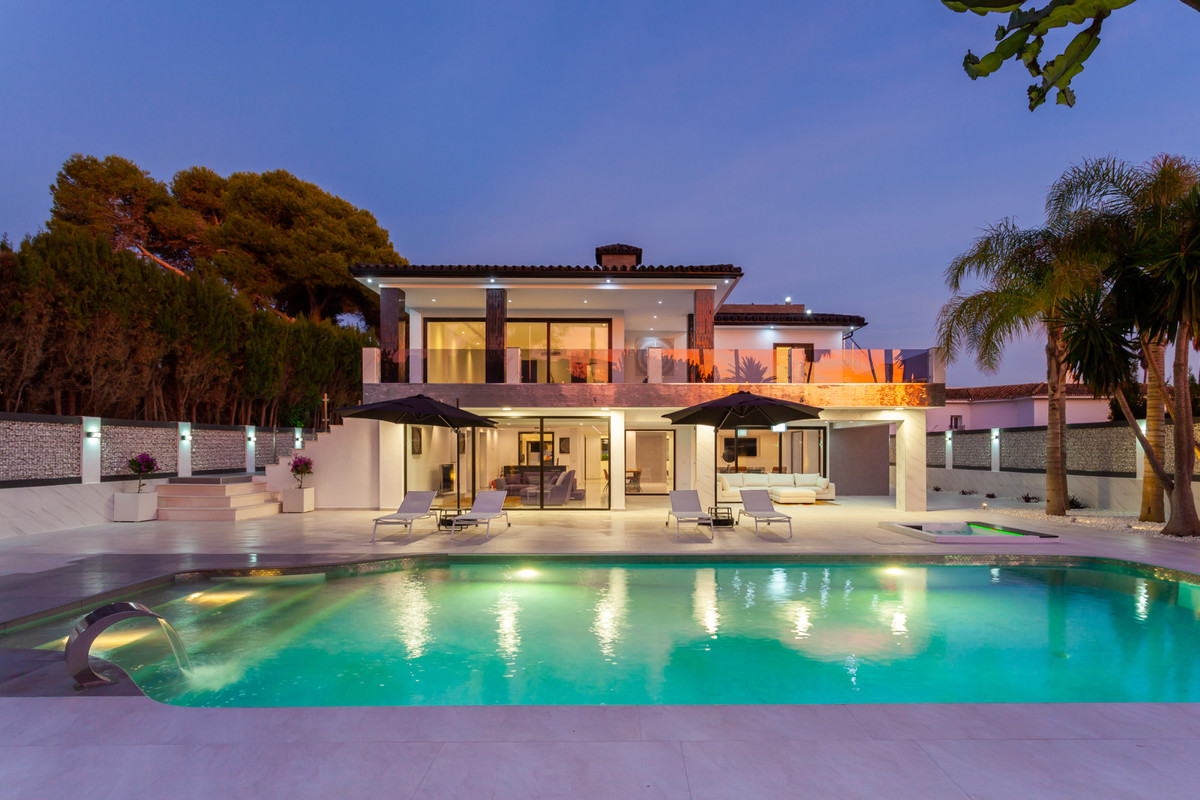 Fantastic Opportunity to buy an Exclusive Beachside Modern Villa in Urbanisation Los Monteros, East ,Spain