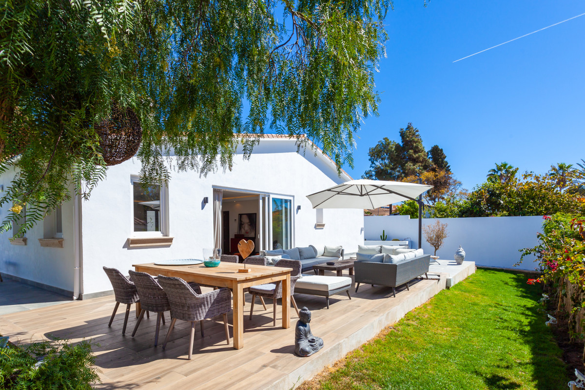 Beautiful Fully Renovated 3 Bedroom 3 Bathroom Beachside villa located in a peaceful spot in Costabe,Spain