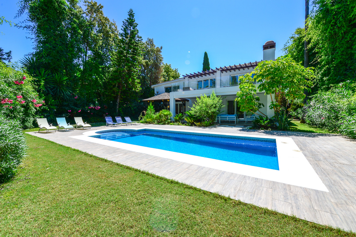 Luxury and completely reformed 4 Bedroom 4 Bathroom Villa in Nueva Andalucia, just 5 minutes from Ma,Spain