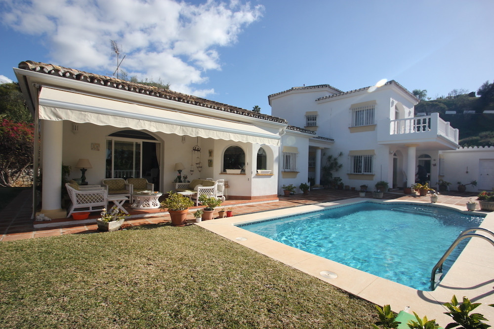REDUCED TO 690,000 EUROS  Beautiful Large 3 Bedroom (with possibility of creating a 4th) Bedroom 3 B,Spain