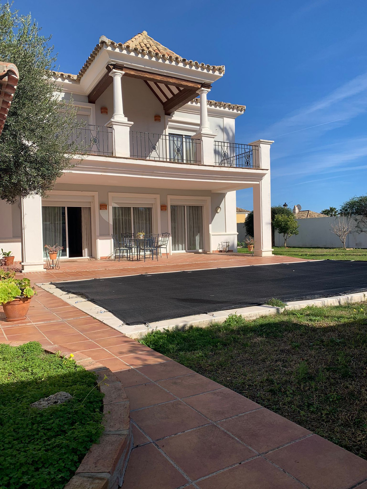 Magnificent independent villa in an exclusive urbanization of La Duquesa It is located in a gated co, Spain