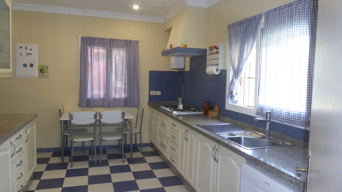 Villa con 4 Dormitorios en Venta Estepona