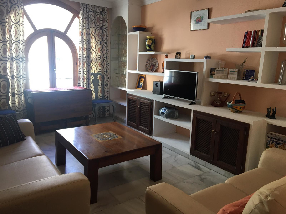 R3669059 | Middle Floor Apartment in Estepona – € 110,000 – 2 beds, 1 baths