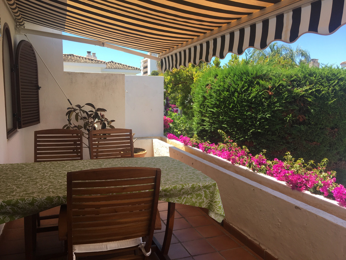 Townhouse in Estepona R3163030