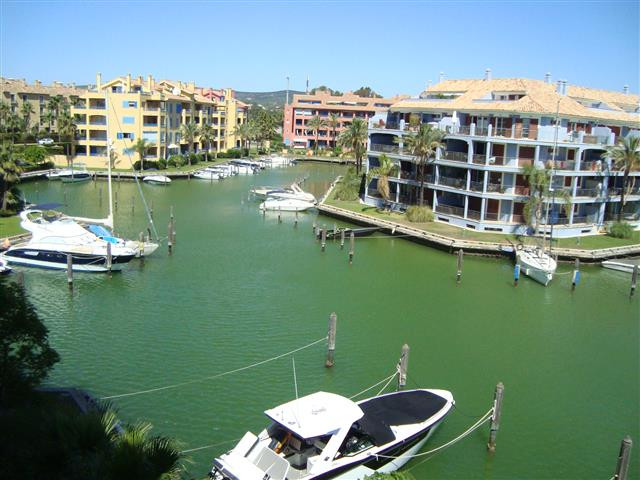 In the Puerto de Sotogrande a great apartment is sold in Magnificent conditions, great views. From t,Spain