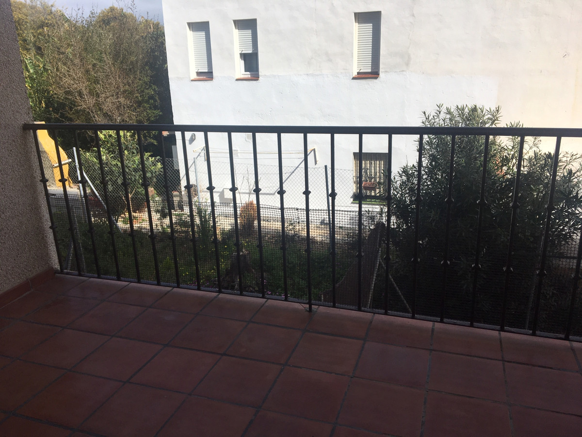 Great apartment in San Luis de Sabinillas a few meters from the beach, with pool, garden and garage., Spain