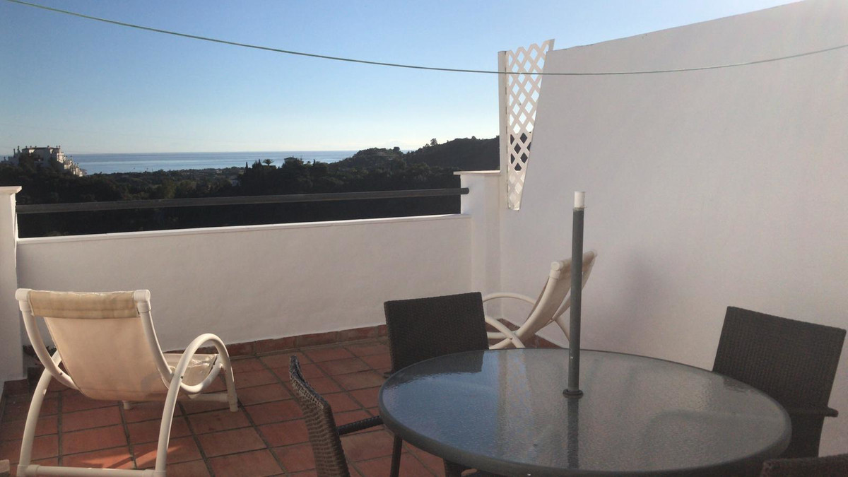 R3638942   Middle Floor Apartment in Estepona – € 90,200 – 1 beds, 1 baths