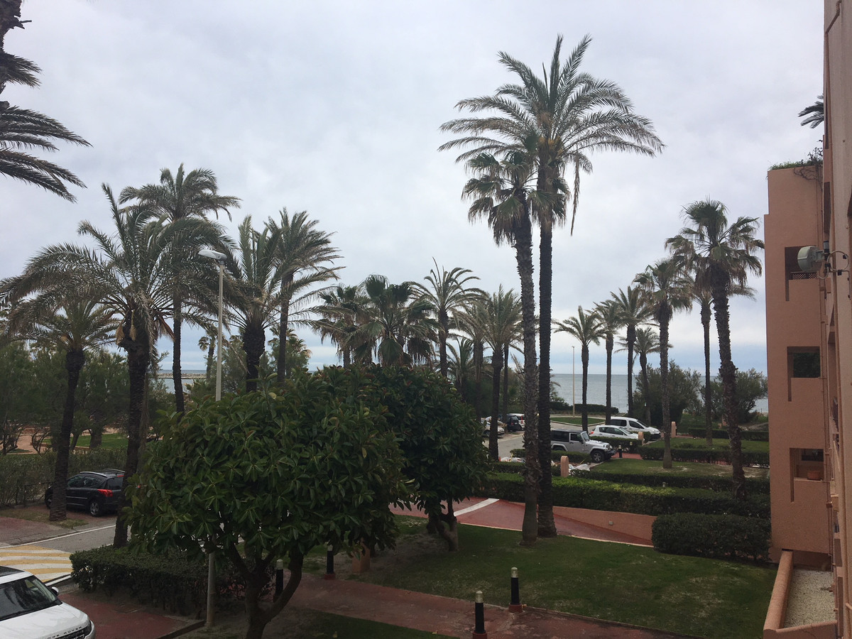 Middle Floor Apartment, Sotogrande Playa, Costa del Sol. 2 Bedrooms, 1 Bathroom, Built 96 m².  Setti, Spain