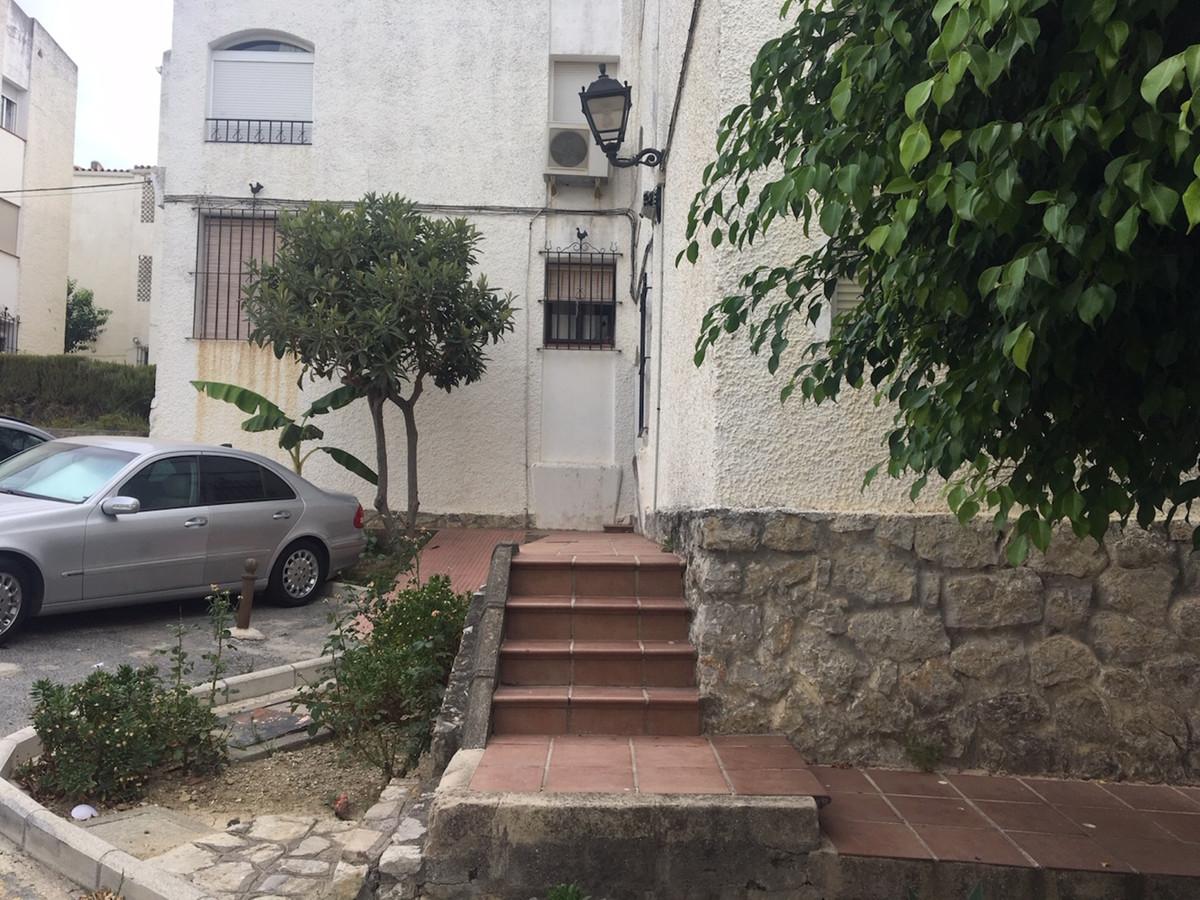 R3481405 | Ground Floor Apartment in Estepona – € 97,500 – 3 beds, 1.5 baths