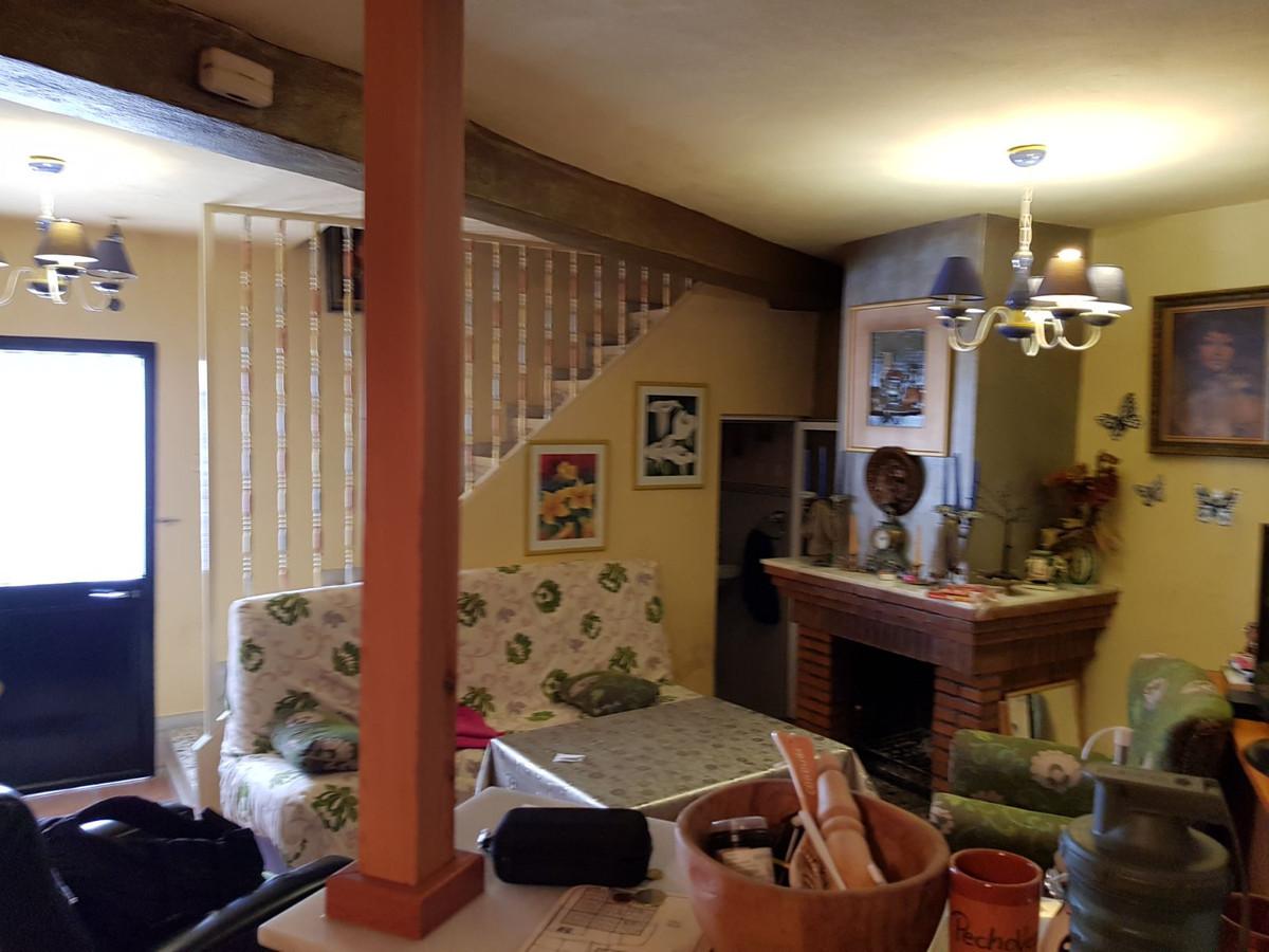 4 Dormitorios - 1.5 Baños