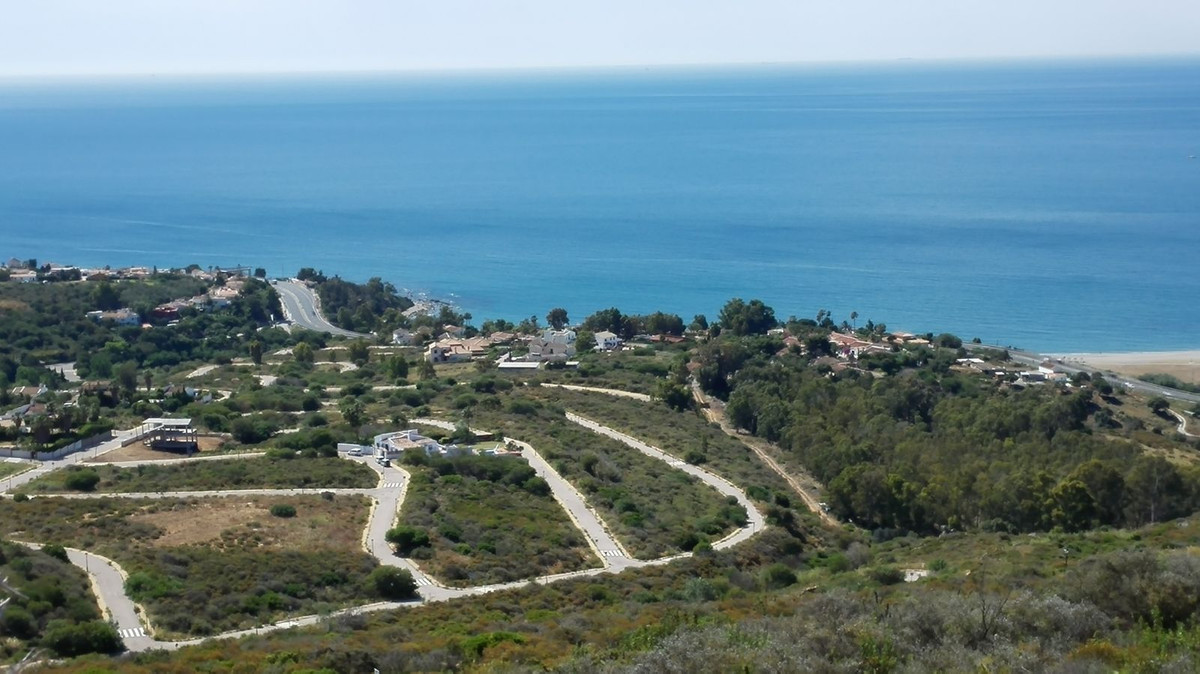 Plot with structure built for Chalet of 220m2 in Bahia de Las Rocas. In the price is included the 22,Spain
