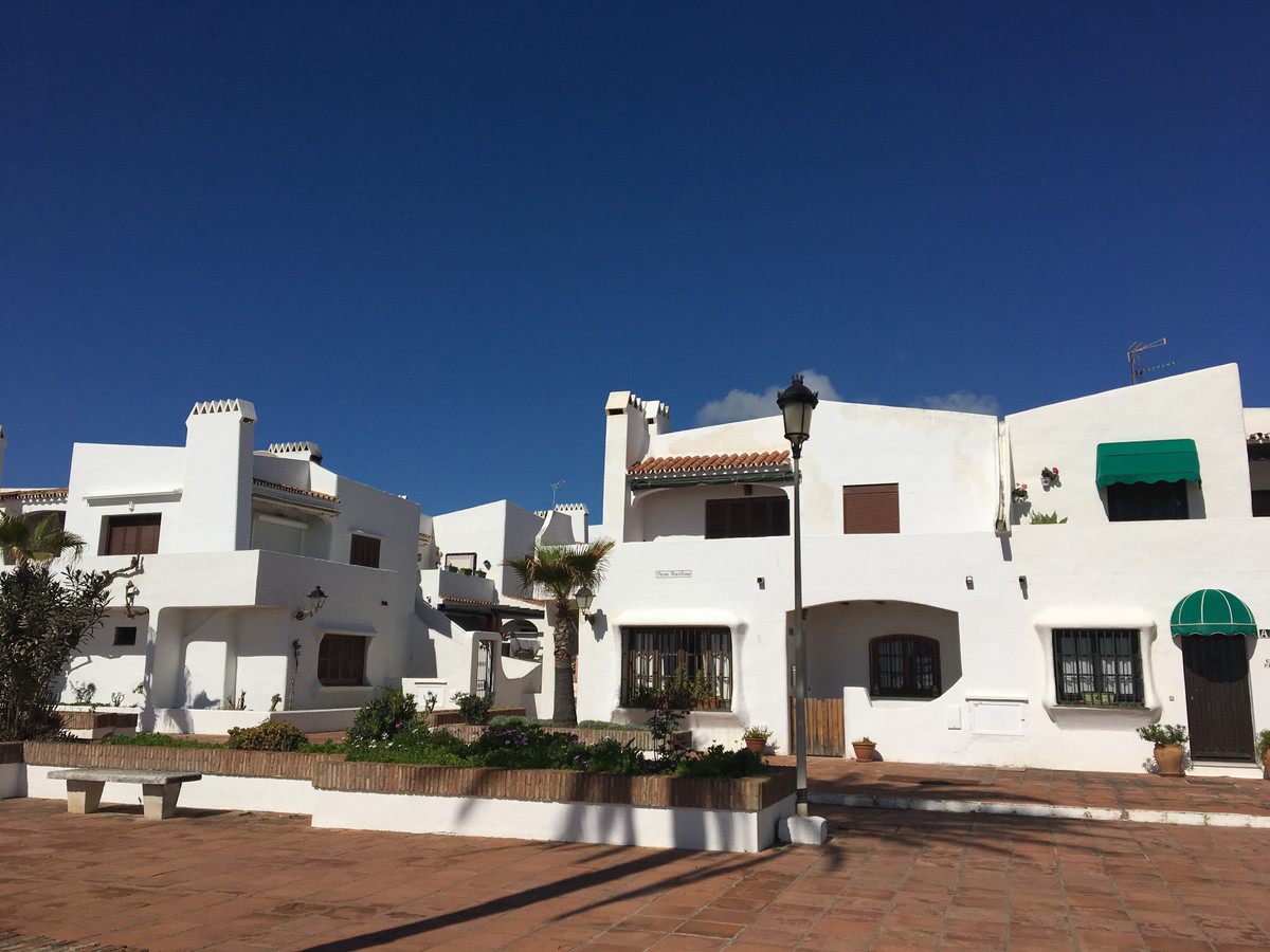 Ground floor apartment, residential area in front of the beach. Beautiful gardens, direct exit prome, Spain