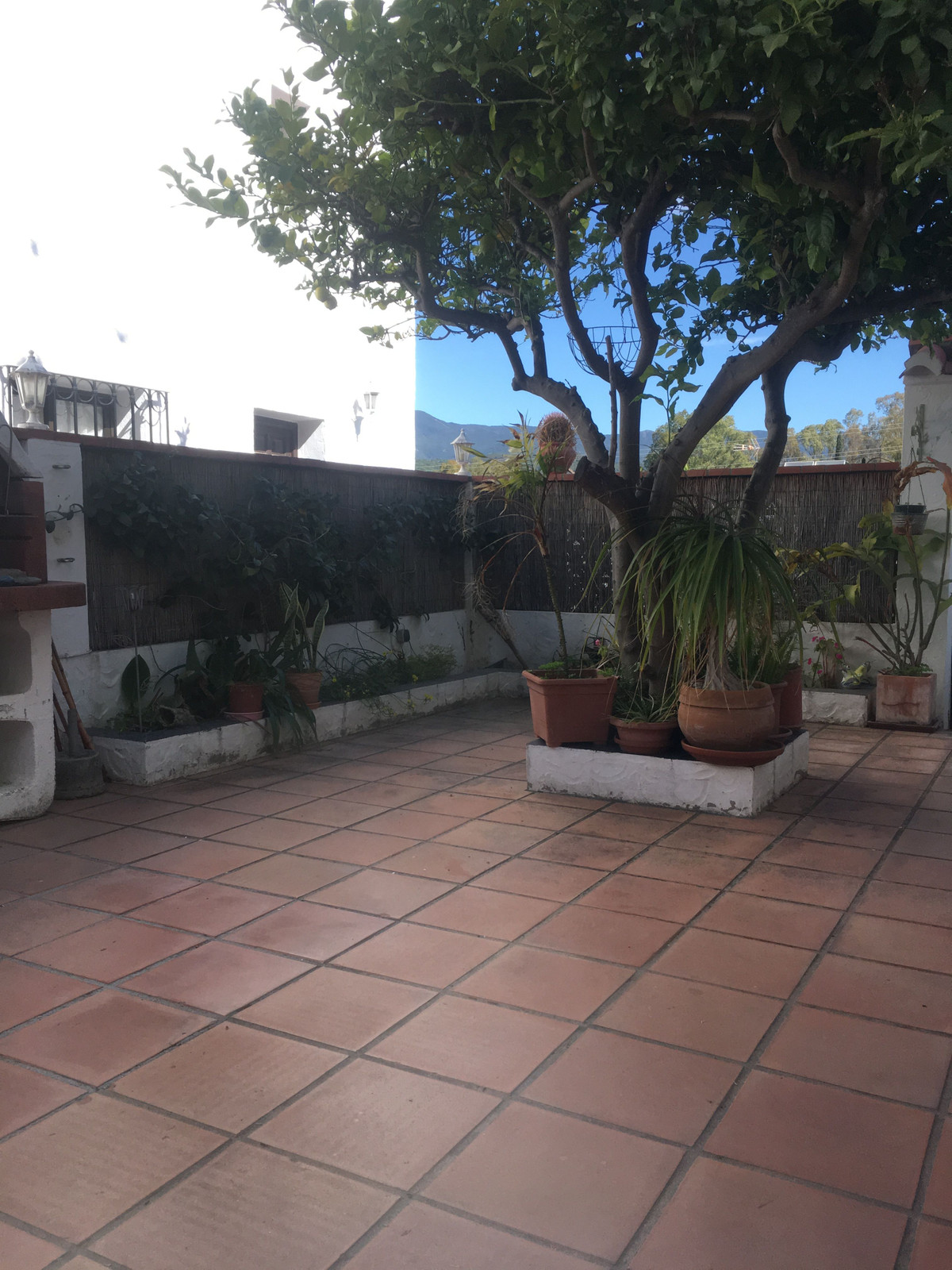 Semi-detached house with two floors, storage room, large terrace, large kitchen, community pool, pos, Spain