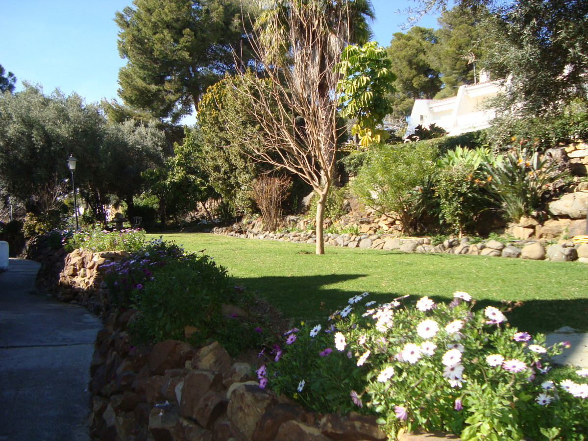 Great apartment for sale in the area of Seguers Estepona. Very sunny, bright, 100 meters from the be,Spain