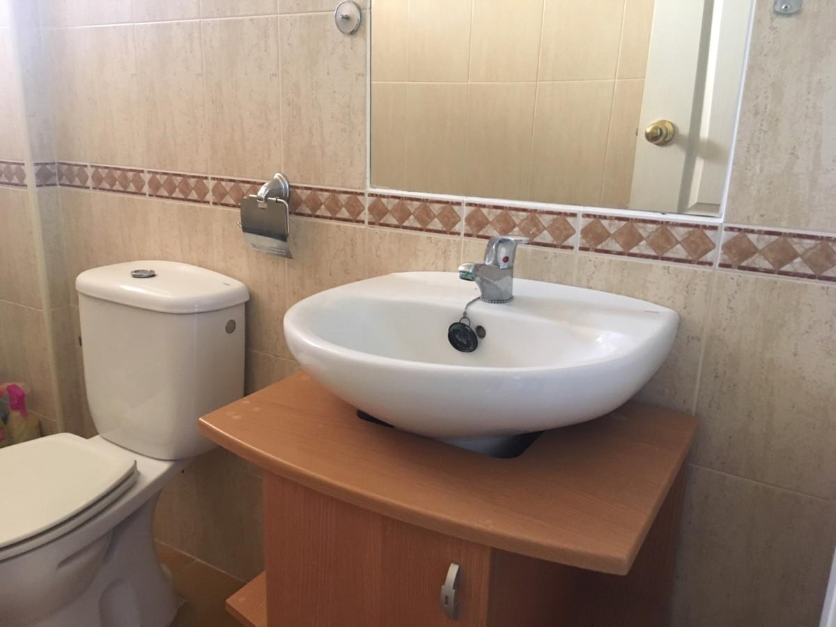 Apartamento con 2 Dormitorios en Venta Manilva