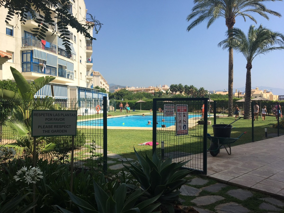 Apartment in Estepona on Avenida Puerta del Mar near the courts, with two bedrooms and two bathrooms,Spain
