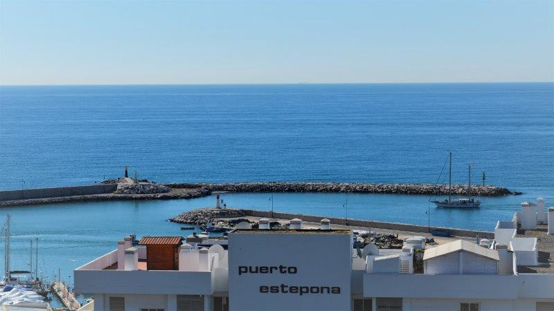 Beautiful 1 bedroom apartment with stunning frontal views of the sea and Gibraltar, located opposite,Spain