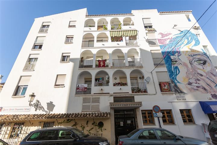 4 Bedroom Middle Floor Apartment For Sale Estepona