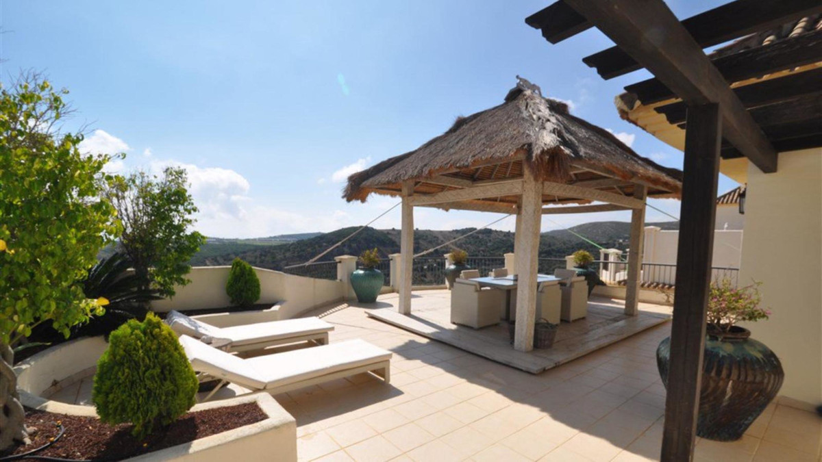 House distribution and features: Square meters: 250m2 Terrace m2: 95m2 68m2 terrace Entrance yard: 1, Spain