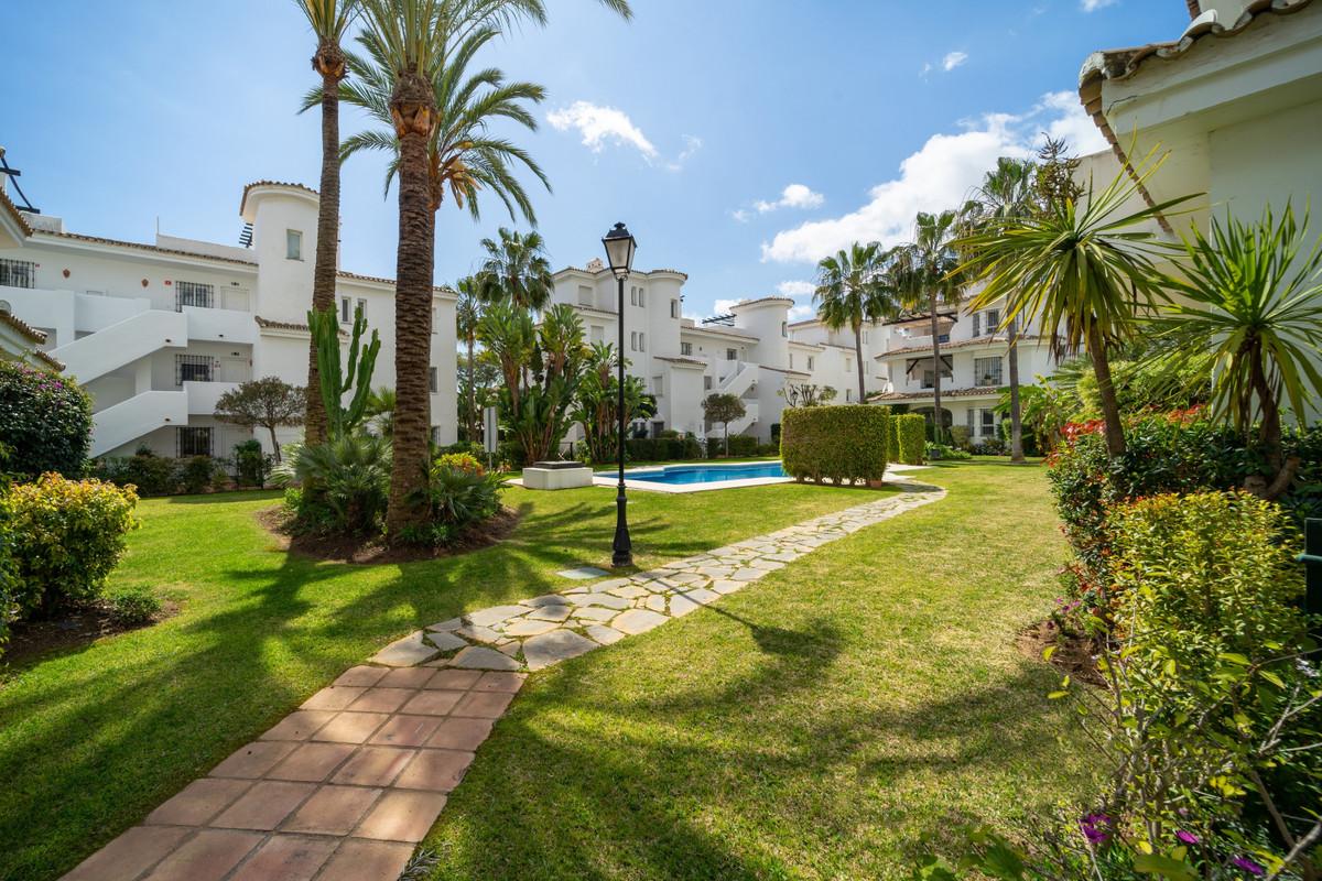 Marbella Banus Apartamento en Venta en Nueva Andalucía – R3849775