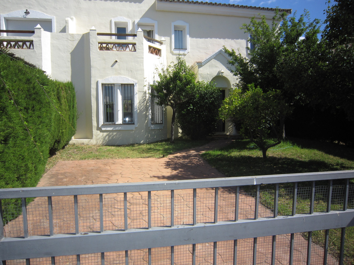 A lovely 3 bed, 2.5 bath townhouse in the beautifully maintained community of Jardines De Bel Air.  ,Spain